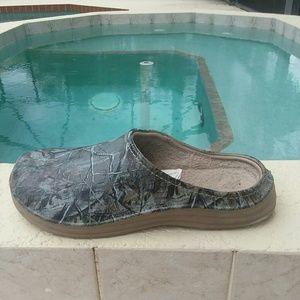 Croc type camo shoes